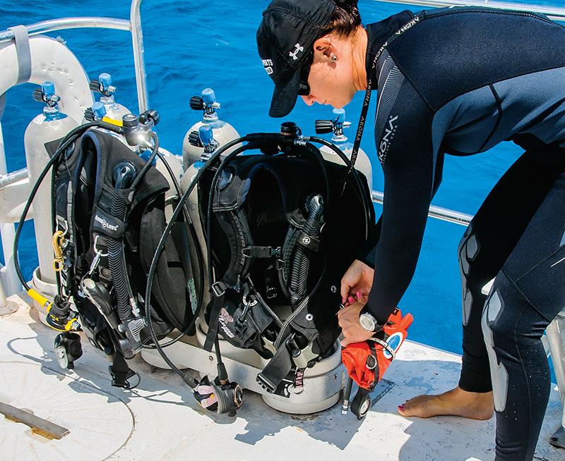 scuba diver attaching lift bag to BC