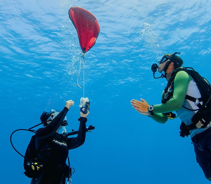 using a lift bag for blue water diving