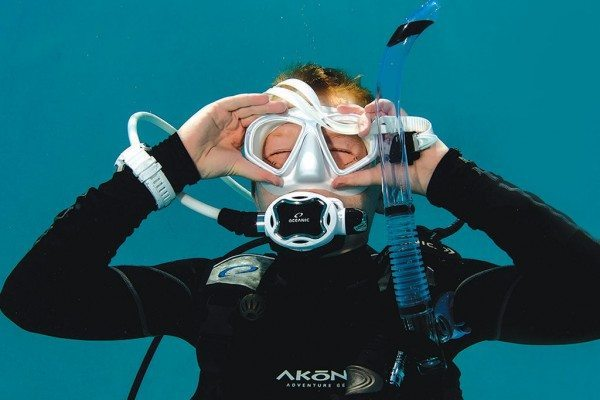 Scuba Diving | Mask removal and replacement