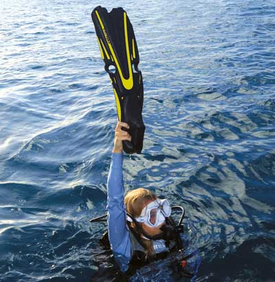 Scuba signaling devices