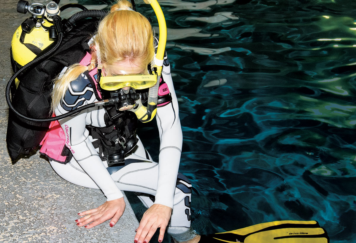 Controlled seated entry - scuba diving
