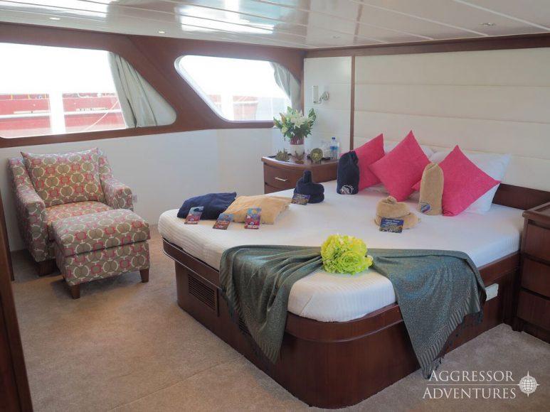 Oman-Yacht2-XL