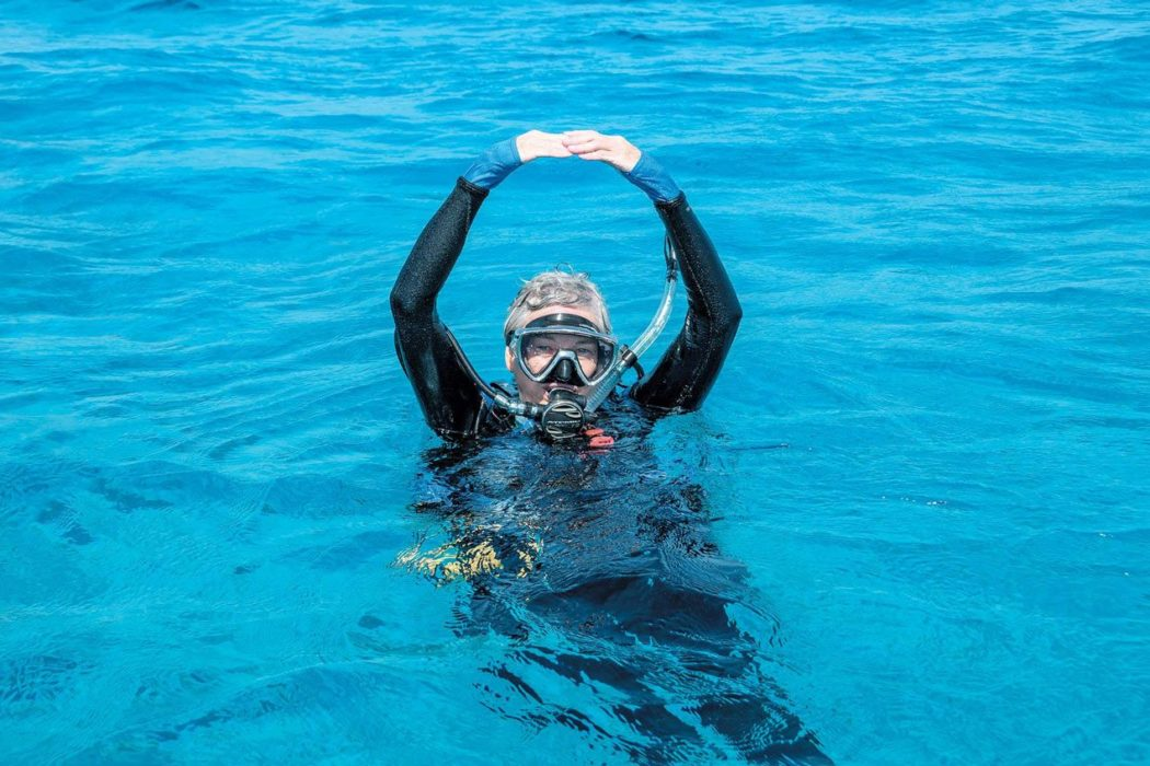 scuba skills - surface signalling