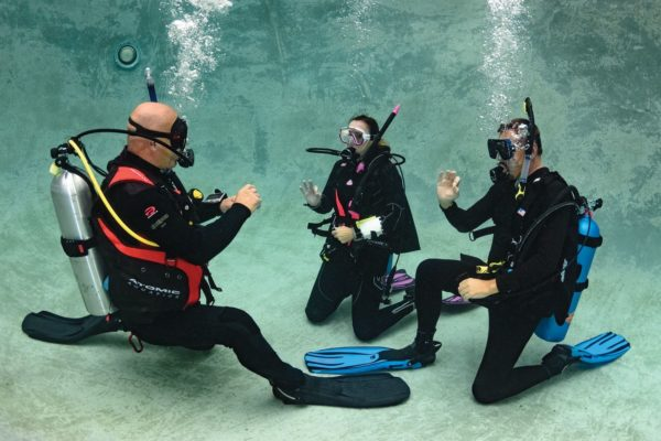 scuba skills underwater hand signals