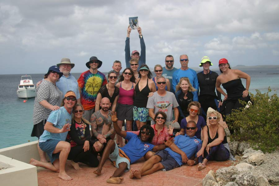 Scuba diving group in Bonaire