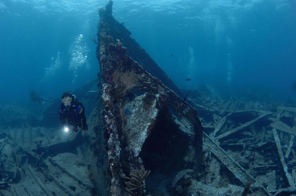 scuba diver wreck diving