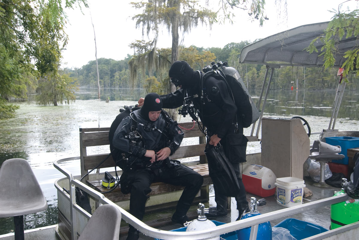 cave divers gearing up